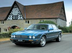 Jaguar XJR II (X300)