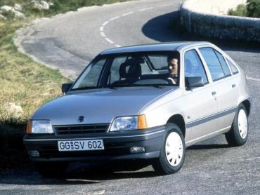 Opel Kadett e Рестайлинг Хэтчбек 5 дв.